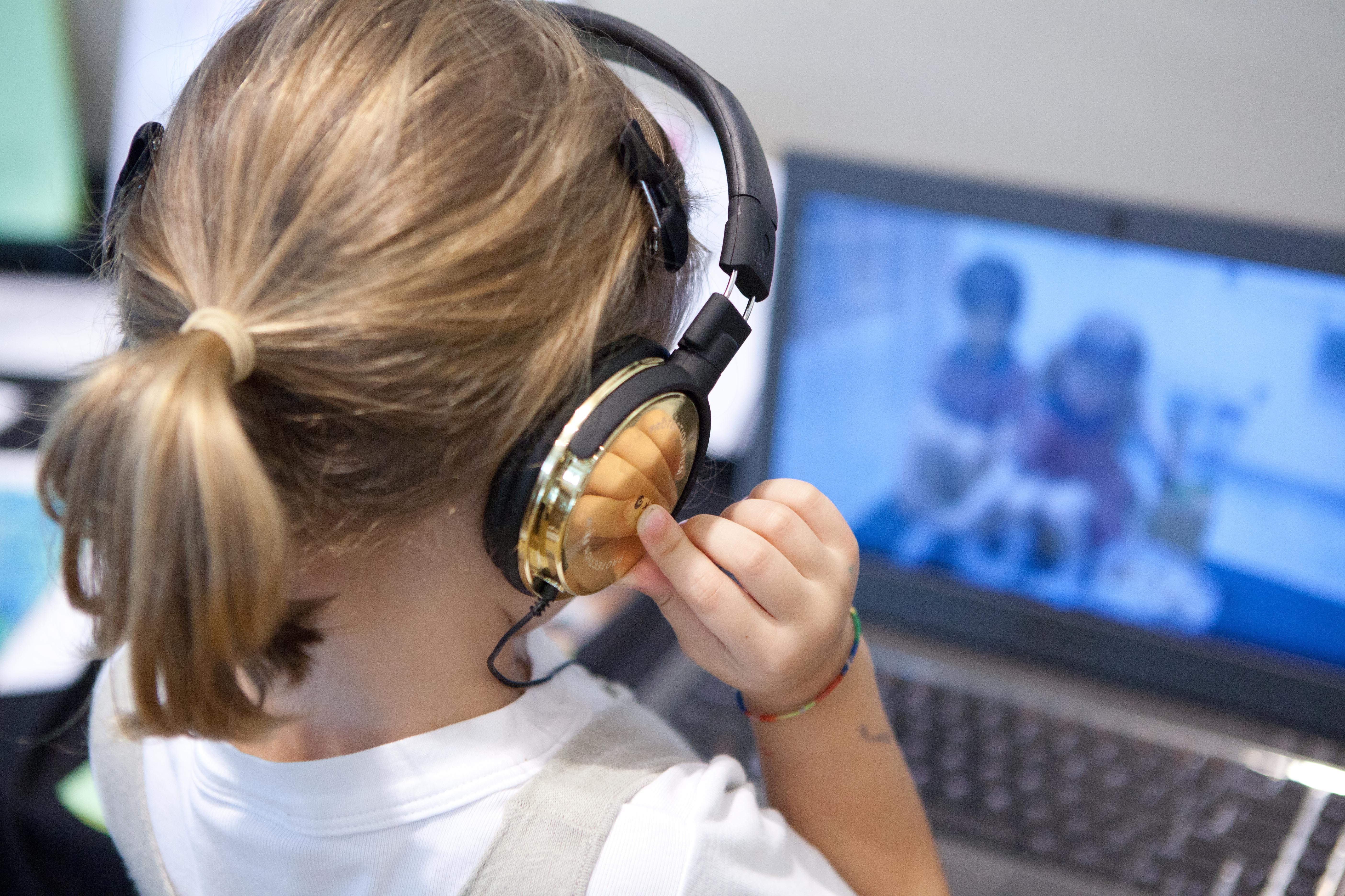 EtonHouse Blog - Allow your child to browse the Internet for a specific time frame